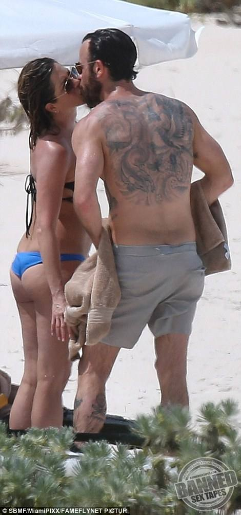 Jennifer Aniston Fully Nude 56