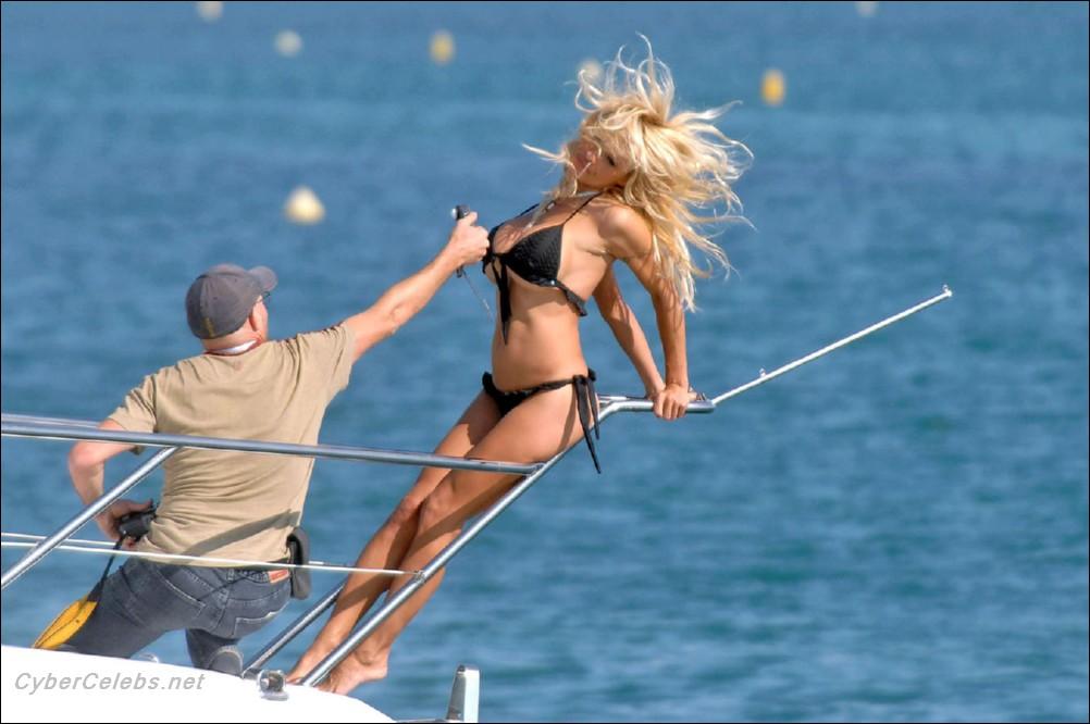 Памела андерсон трахается на яхте порно видео6
